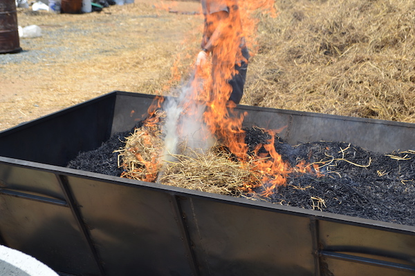 14-t2k-rice-straw-pit-stoking-in-late-burn-160523